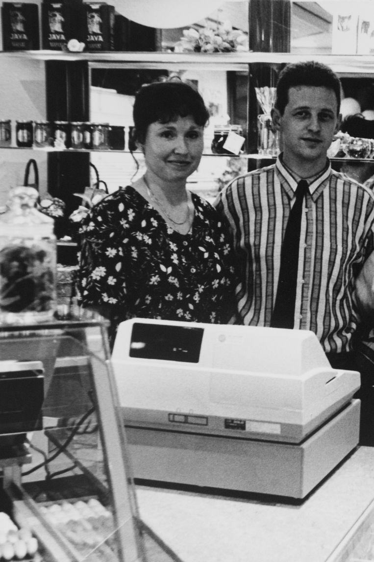 Lena en Kris op de opening van hun bakkerij Buckley 25 jaar geleden.