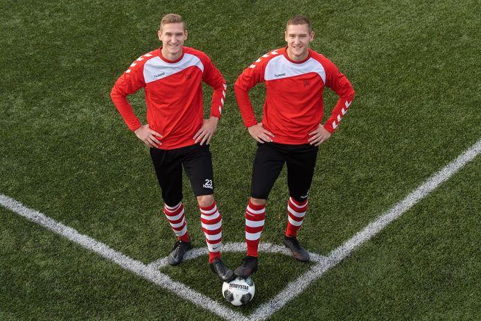 Lage Zwaluwe - Pix4Profs/René Schotanus. Zwaluwe-tweeling Wessel (R) en Jesse Groote.
