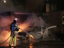 Auto volledig uitgebrand in Utrechtse wijk Transwijk