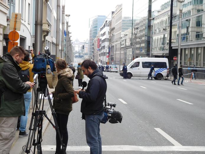 Verslaggevers bij de metro in Brussel.