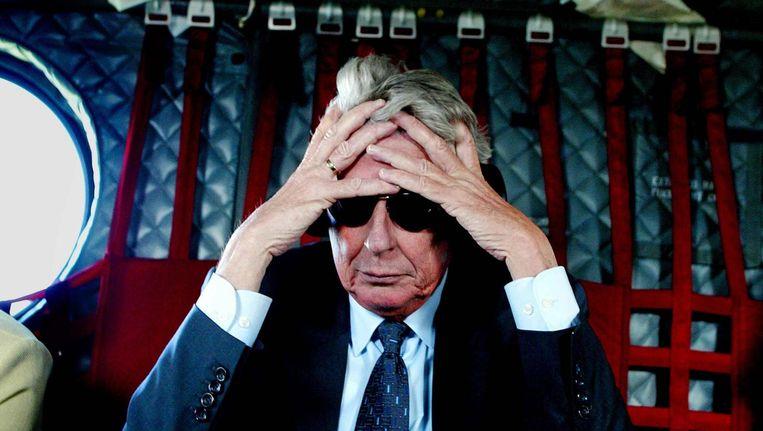Premier Kok is in gedachten tijdens de terugreis naar Sarajevo in een Chinook-helikopter. Beeld anp