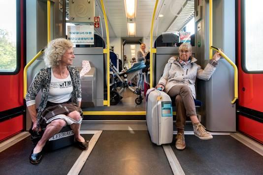 Greetje van Amstel tijdens een actie voor toiletten in de trein naar Doetinchem vorig jaar.