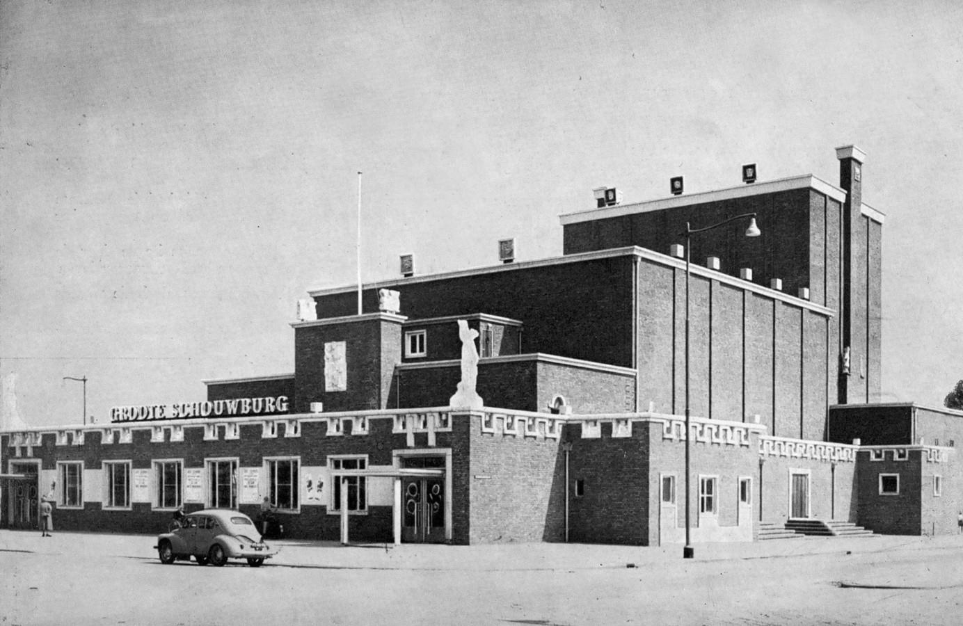 Theater Zuidplein opende in 1954 als de Groote Schouwburg