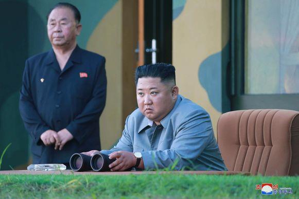 Kim Jong-un woonde op 25 juli een rakettest bij. Het regime hield sinds eind juli al vier soortgelijke testen.