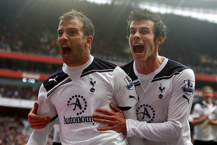 Rafael van der Vaart en Gareth Bale in 2010 juichend tijdens Arsenal - Tottenham Hotspur.