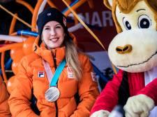Beste vriendin rouwt om schaatsster Lara: 'Ik wil haar telkens een berichtje sturen, maar besef dan dat dat niet meer kan'