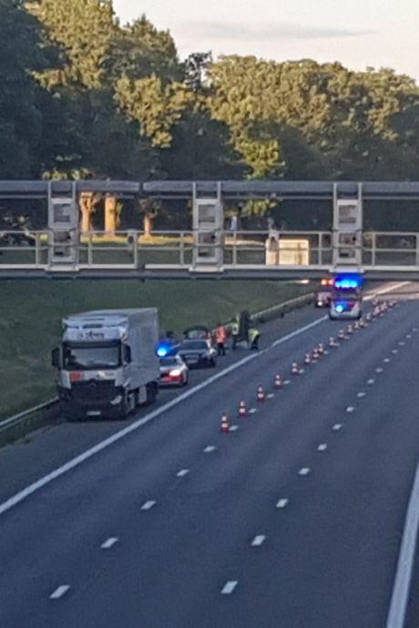 Vader (64) verongelukt voor ogen van vrouw en dochter op Belgische snelweg