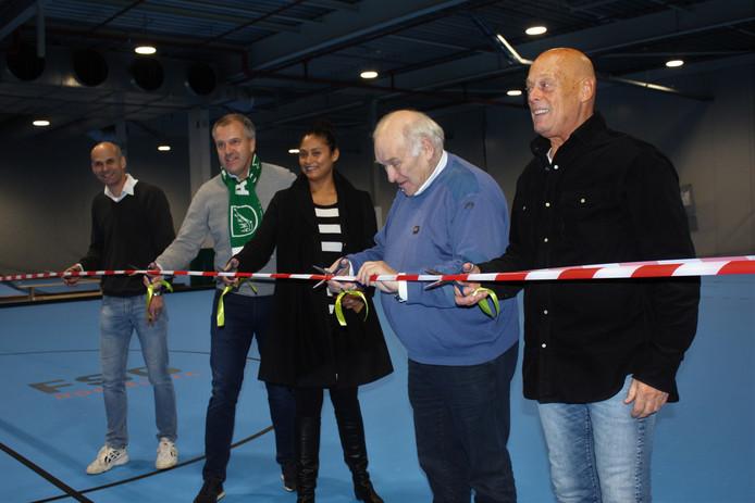 De hal is officieel geopend door de eigenaren van het complex, Willem Goudkuil en Wilfred van Riggelen (voorgrond), Chantal de Haan namens FSG en Edgar Breed en Eric Veen van AMHC.