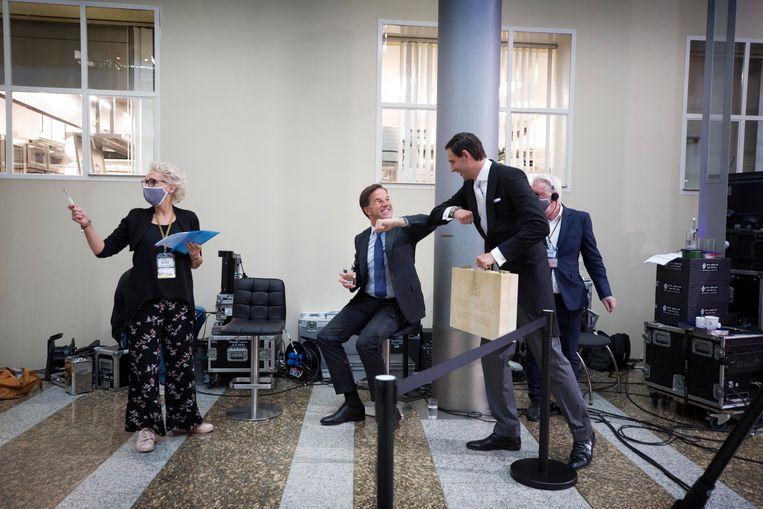 Premier Rutte en Wopke Hoekstra (Financiën)  wisselen elkaar af bij de tv-uitzending van Prinsjesdag.  Beeld Werry Crone