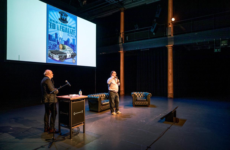 De Amerikaan Jim Belushi is voornamelijk bekend als acteur, maar timmert ondertussen aardig bij in de wietteelt. Hier vertelt hij zijn verhaal bij de cannabisconferentie in Amsterdam.