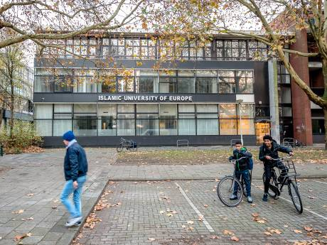 Vierhonderd studenten van failliete Islamitische Universiteit staan 'op straat'