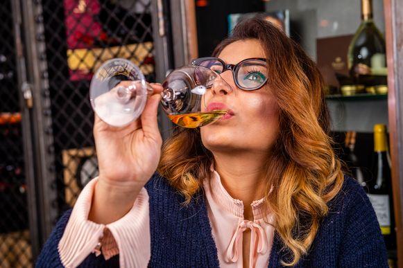 Sepideh testte voor ons vijf alcoholvrije schuimwijnen uit