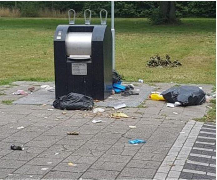 Een afvalcontainer in de Rivierenwijk.