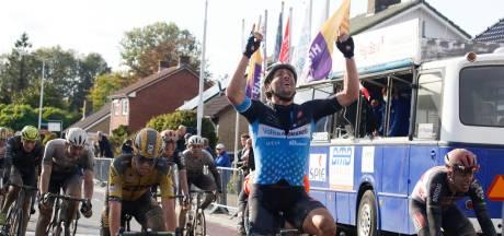 Vermeltfoort wint Omloop van de Braakman na vlucht Tim van Dijke