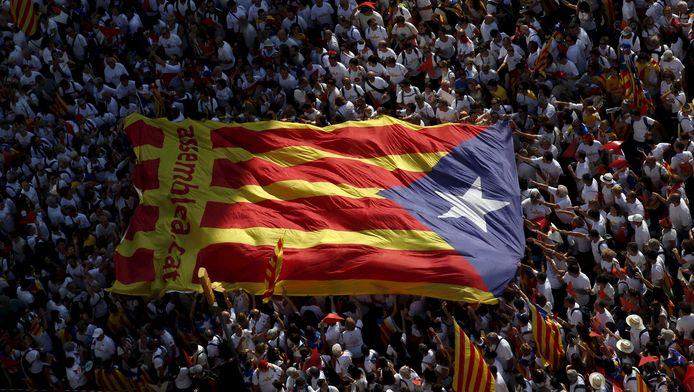 La Catalogne indépendante, née d'une éventuelle victoire au référendum, exercera le contrôle de ses frontières terrestres, maritimes et aériennes comme des douanes, ont expliqué les indépendantistes en présentant un texte de loi destiné à encadrer ce processus.