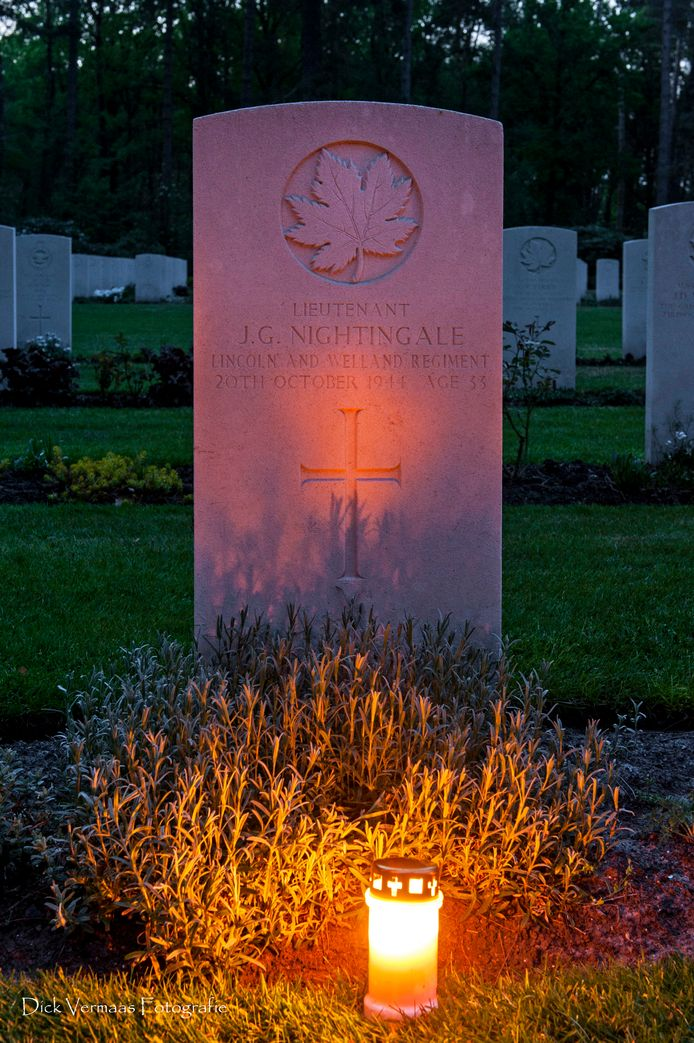Het graf van de Canadese militair James Nightingale in Bergen op Zoom.