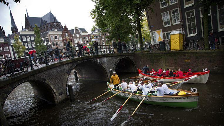 Sloepenrace op de Amsterdamse grachten Beeld ANP