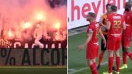 """Ref staakt match voor even nadat Antwerp-fans zich tweemaal misdragen: """"Arbiter maakt er meer van dan het is"""""""