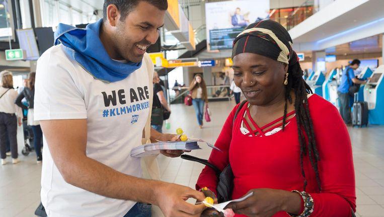 Het grondpersoneel van KLM voert actie voor een betere cao Beeld anp