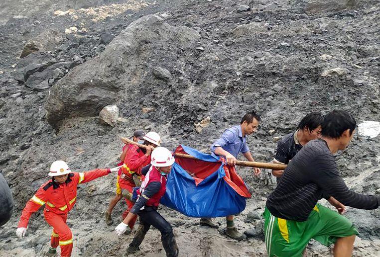 De mijnen van Hpakant zijn voor mijnwerkers en jadezoekers een hel op aarde. Jade is een edelsteen.  Beeld EPA