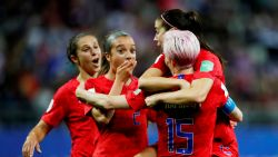 """""""Schaamteloos!"""": controverse na 13-0-zege van Amerika tegen Thaise vrouwen op WK voetbal"""
