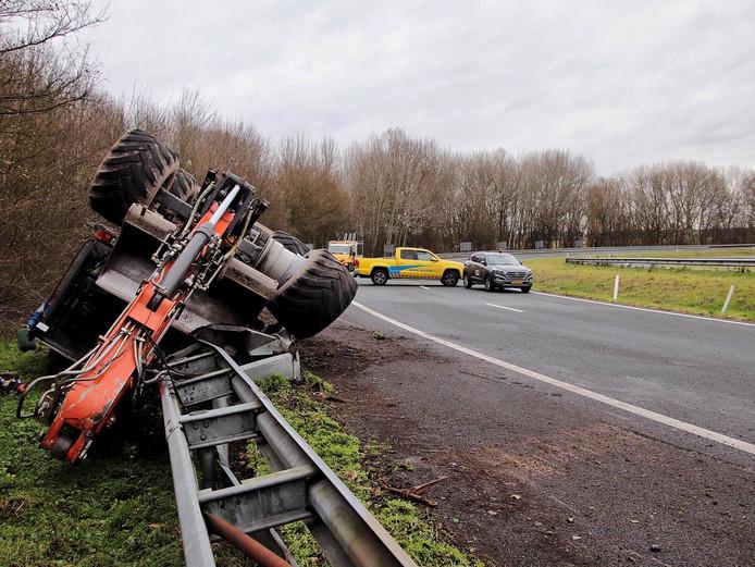 Gevallen vrachtwagen A59