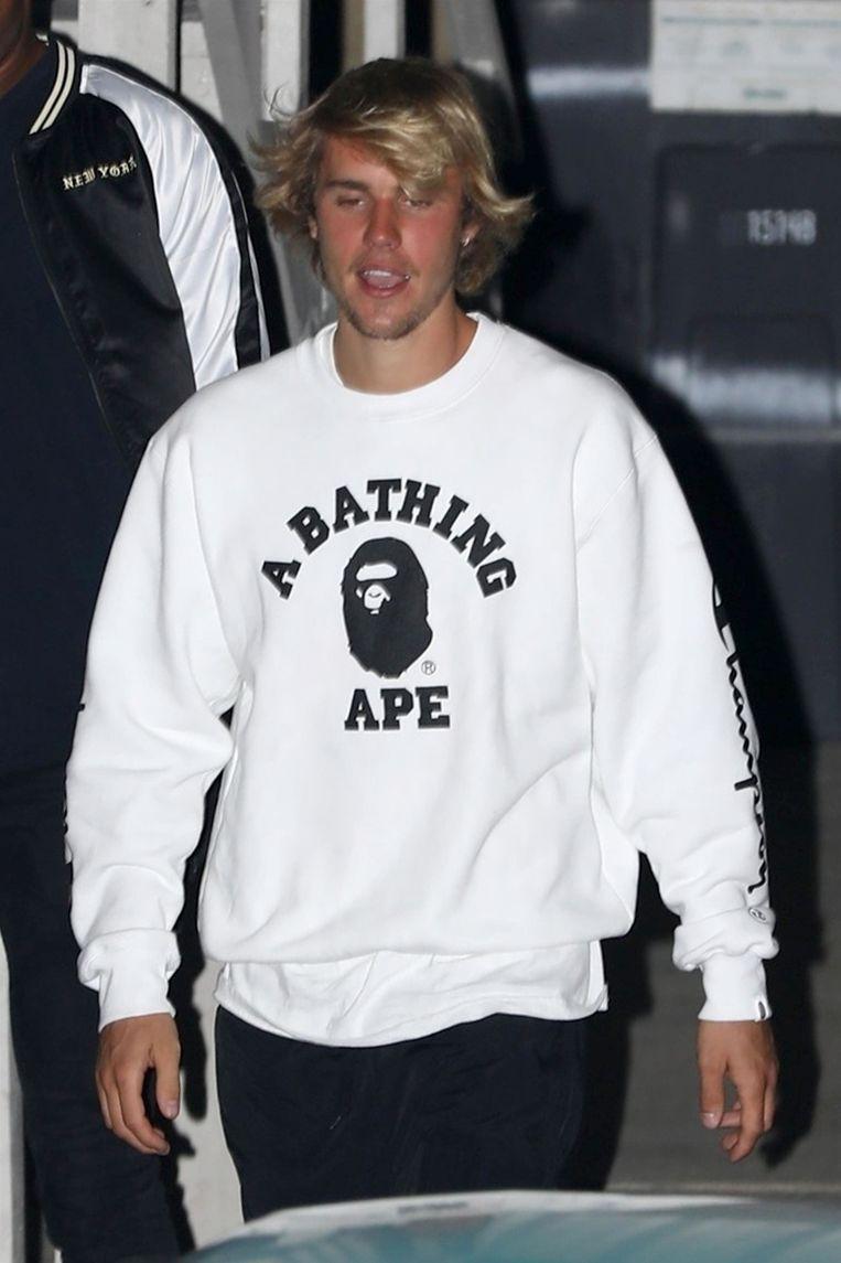 Justin Bieber verlaat kerkdienst op woensdag 28 maart in Beverly Hills.