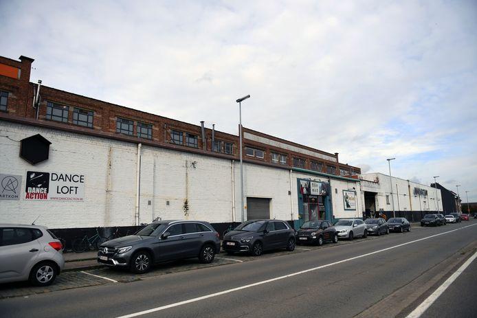 In het Marie Thumas gebouw zitten veel bedrijven en handelaars. Dit stuk zou geen deel uitmaken van fase 1.