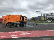 Drie agenten zwaargewond na botsing tussen combi en vuilniswagen