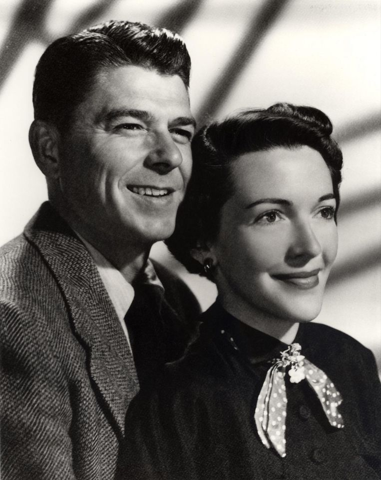 Oud-president Ronald Reagan en zijn vrouw Nancy in 1952. Beeld epa