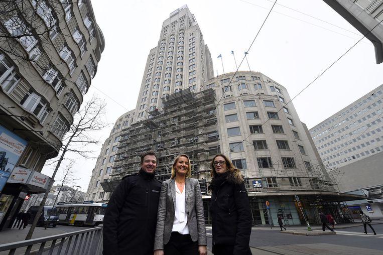 Ingenieur Kris Brosens, Evelyne Joye van KBC en Anne Gorlé van architectenbureau Steenmeijer.