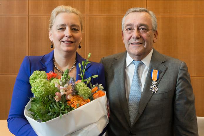 Geert van de Ven en zijn vrouw Noor de Gruijter in 2016 nadat hij koninklijk was onderscheiden.
