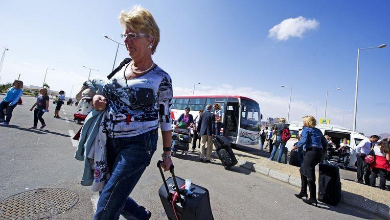 Nederlandse toeristen op de luchthaven van Sharm el Sheikh. Beeld ANP