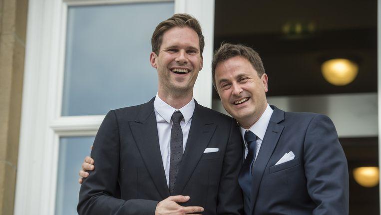 Premier Xavier Bettel (R) en zijn Belgische partner Gauthier Destenay (L). Beeld belga
