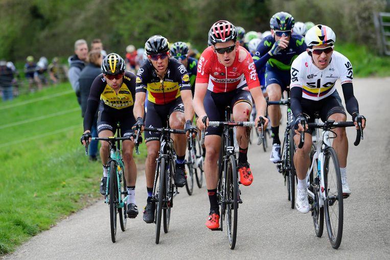 Bert-Jan Lindeman, Philippe Gilbert, Tiesj Benoot en Sergio Henao tijdens de Amstel Gold Race. Beeld Belga
