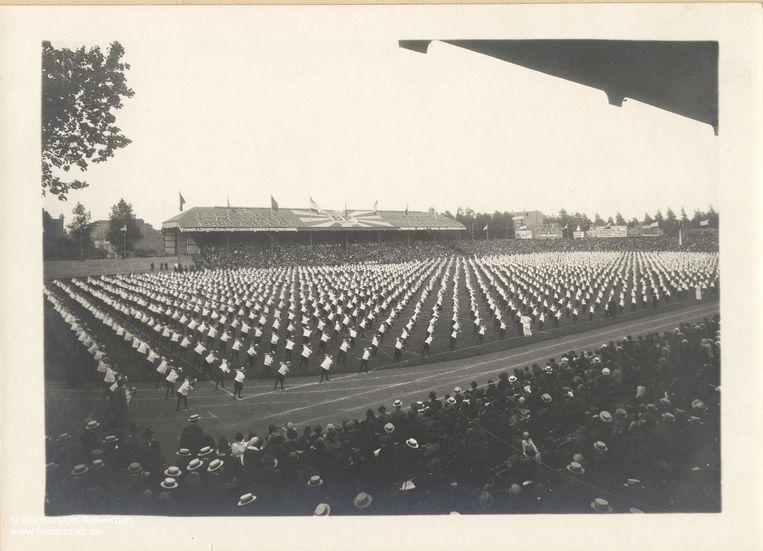 Grote gymnastiekdemonstratie tijdens de Olympische Spelen in Antwerpen, 1920.