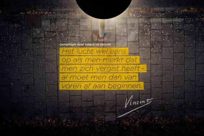 Dit verlichte briefcitaat is te zien in de Vincent van Goghstraat in Deventer.