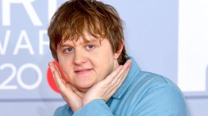 """Lewis Capaldi grote winnaar van de Brit Awards : """"Ik ben de mannelijke Adele, maar dan zonder talent"""""""