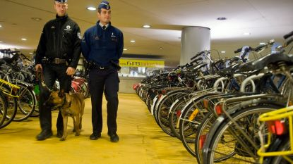 Jonge dief verraadt zichzelf door gestolen kassa van fiets te laten vallen