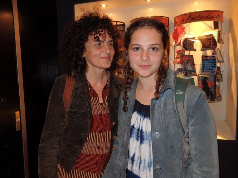 De morele winnaar van de avond, Ismini Slijper (r). Met moeder Demi Theodori. Beeld Schuim
