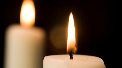 Jong VLD steekt kaarsjes aan op Wereldlichtjesdag