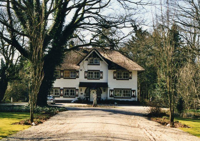 Villa De Vossenbos aan de Oude Zwolseweg is een van de monumenten waar de fietsroute van de Historische Kring Wierden langs voert.