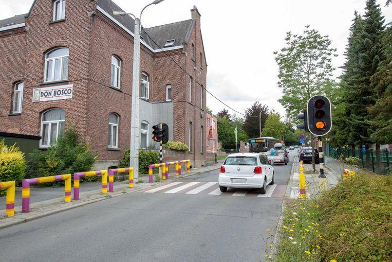 Aan deze oversteekplaats in de Hendrik Placestraat zullen fietsers het rode verkeerslicht mogen negeren.
