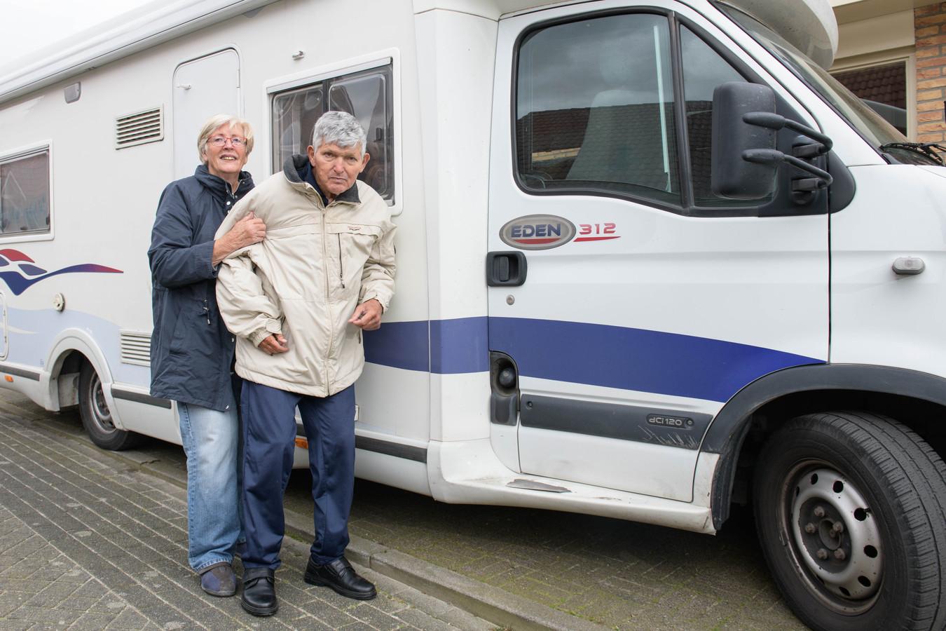 Marianne en Cees Mulder ontvluchtten Marokko in de camper. 4000 km verder zijn ze weer veilig thuis in Hengelo. Zij is 75 en rijdt alles alleen.