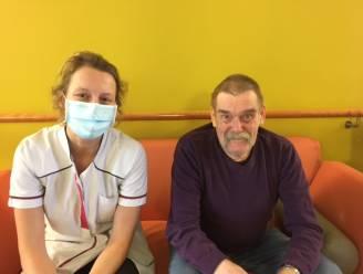 """Ludwig (73) krijgt zaterdag als eerste Izegemnaar coronavaccin: """"Wat een opluchting, vorige maand raakte ik zelf nog besmet"""""""