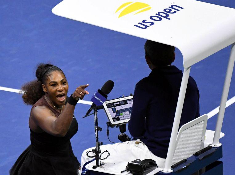 Serena Williams ruziet met de scheidsrechter tijdens de finale van de US Open. Beeld USA Today Sports