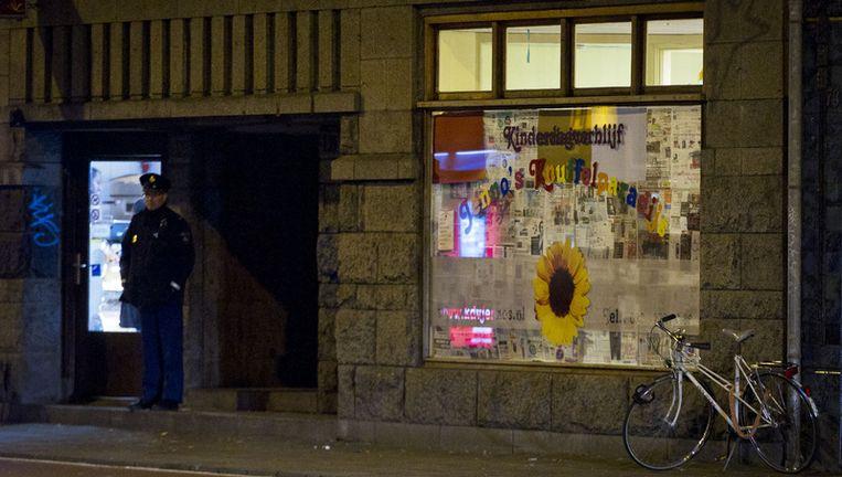 Kinderdagverblijf Jenno's Knuffelparadijs in Amsterdam wordt beveiligd door de politie. Foto ANP Beeld