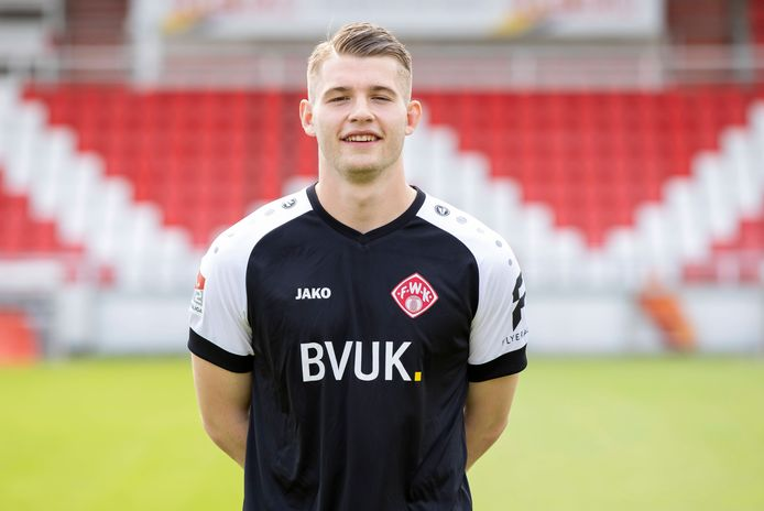 Vincent Müller in het shirt van Würzburger Kickers.