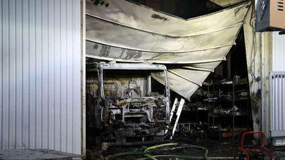 Truck uitgebrand bij bedrijf gespecialiseerd in haarden