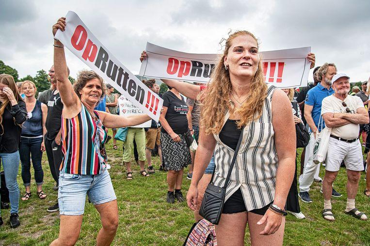 Demonstranten protesteren begin augustus tegen de coronamaatregelen van de overheid.  Beeld Guus Dubbelman / de Volkskrant